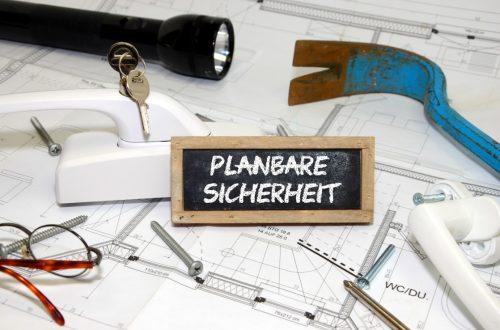 Alarmanlage kaufen, Sicherheitstechnik zwischen Taschenlampe, Brecheisen und Sicherheitskräften.