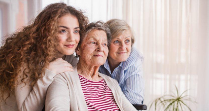Drei Generationen von Frauen einer Familie: Großmutter, Mutter und Enkeltochter. Familienaufstellung Wien, Graz und Linz.