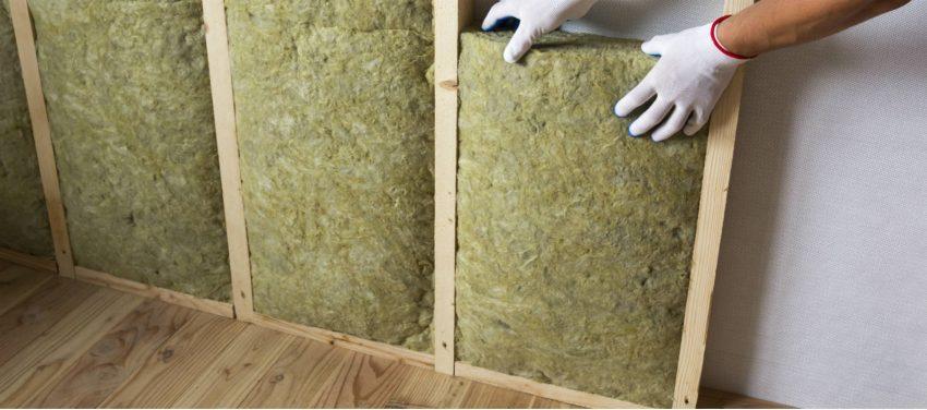 Steinwolle wird als Dämmstoff für eine Trennwand verwendet