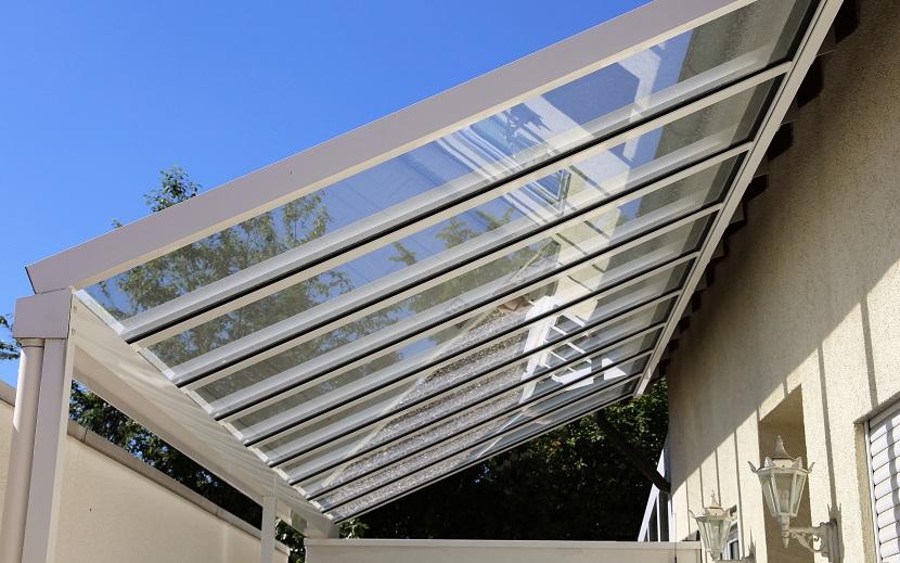 Terrassenüberdachung aus Aluminium und Glas