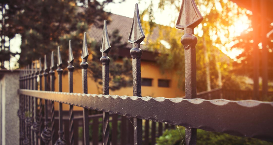 Top Gartenzaun | Streichen, Pflegen und Materialien im Überblick @PZ_58