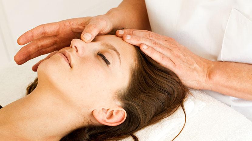 Lymphdrainage Massage im Gesicht