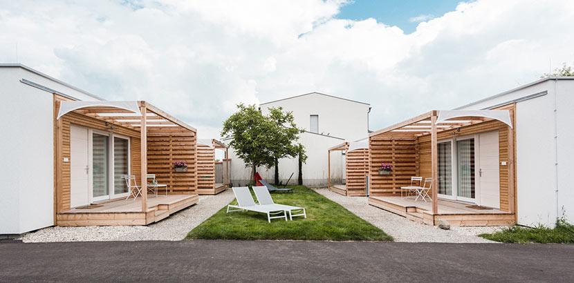 Zwei Tiny Häuser von COMMOD HOUSE in Graz, Österreich.