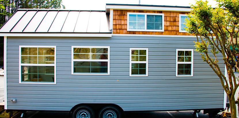Ein Tiny House auf Rädern. Das mobile Minihaus kann man überall hin mitnehmen.