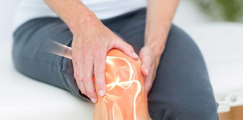 Patient, der Gelenkschmerzen im Knie hat. Orthopäde Wien.
