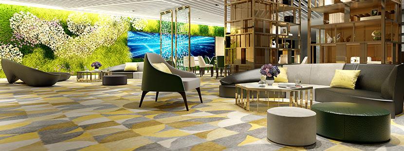 Eine Lobby mit einem komplexen Muster an Teppichfliesen in den Farben Grau und Beige