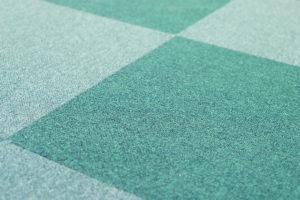 Teppichfliesen in den Farben grün und türkis