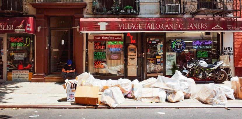 Entrümpelter Hausrat auf einer Straße in New York