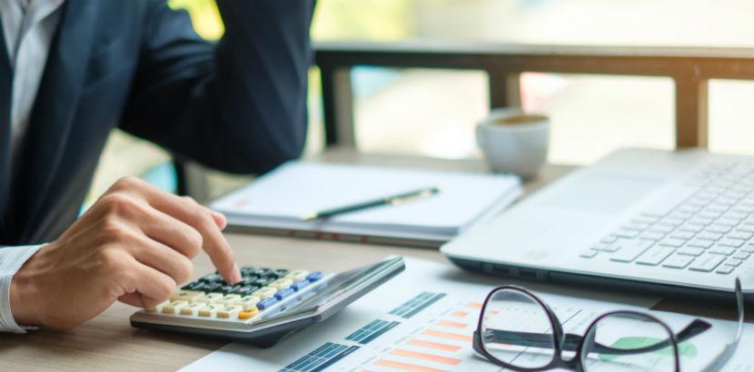 Wohnung vermieten Steuer: Ein Steuerberater berechnet Kosten.