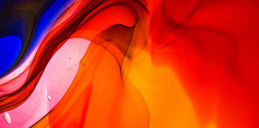 Glas mit Farben