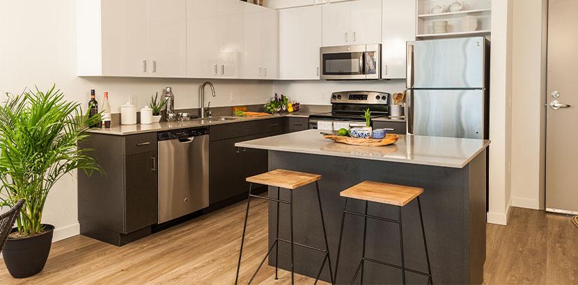 Bild einer Kücheninsel in einer wunderschönen Küche.