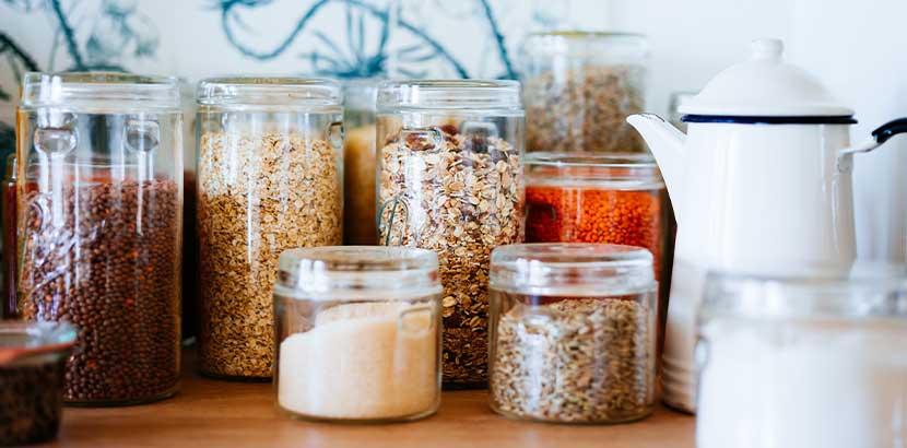Um Lebensmittelmotten zu bekämpfen, sollten trockene Lebensmittel besonders gut verpackt sein.