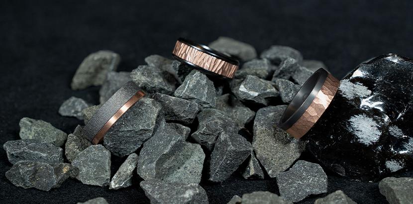 gehämmerte Ringe aus Roségold und Platin
