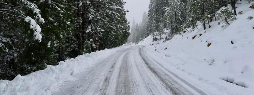 Winterreifen brauchen Grip auf Schneefahrbahn