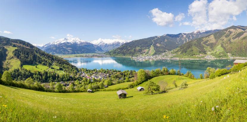 Der Zeller See mit Gebirge.