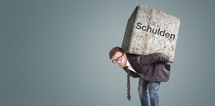 """Bild eines Schuldners, der auf seinem Rücken einen Steinblock mit der Aufschrift """"Schulden"""" trägt."""