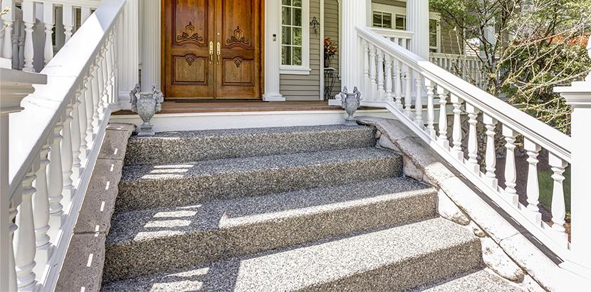 Außentreppe mit Steinteppich