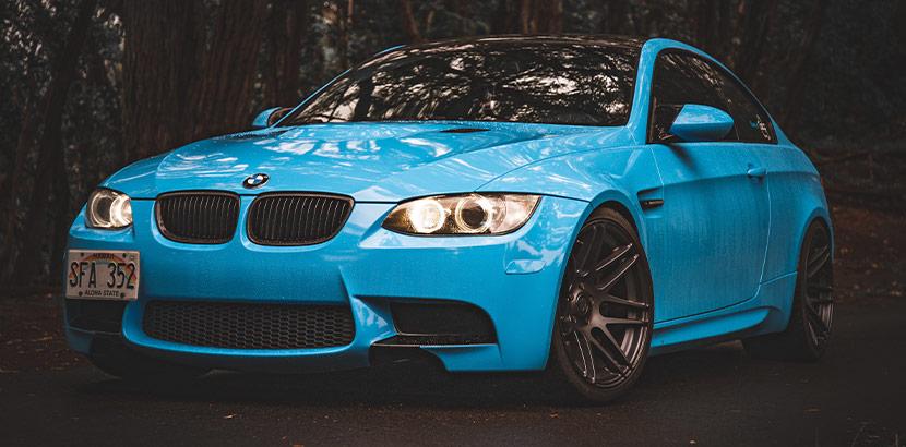 BMW hellblau