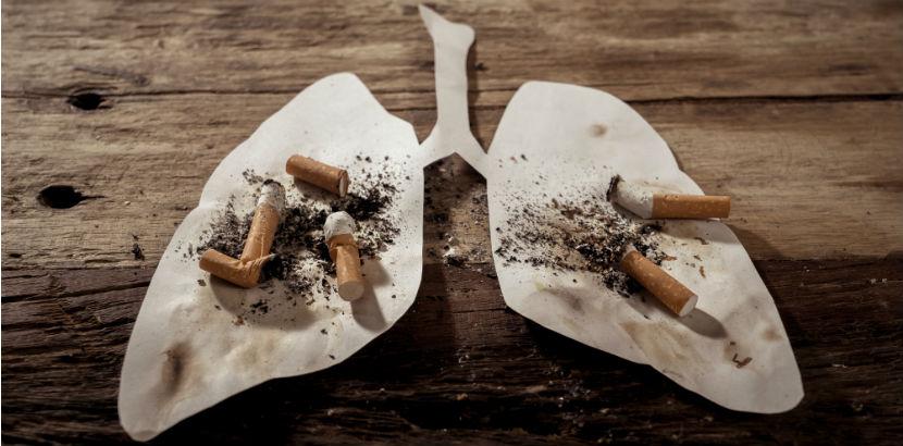 Lungenkrebs: Lungenschablone mit ausgedrückten Zigaretten darauf