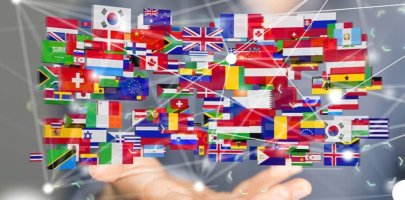 Über einer Hand schweben die Flaggen verschiedener Länder.