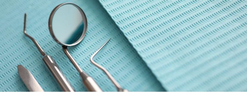 Zahnarzt Innsbruck: Mundspiegel und Zahnsonde