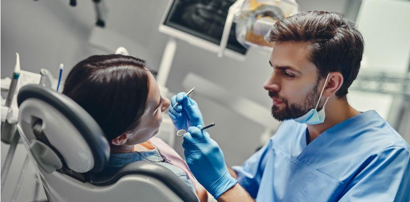 Zahnarzt Innsbruck: Zahnarzt in seiner Praxis