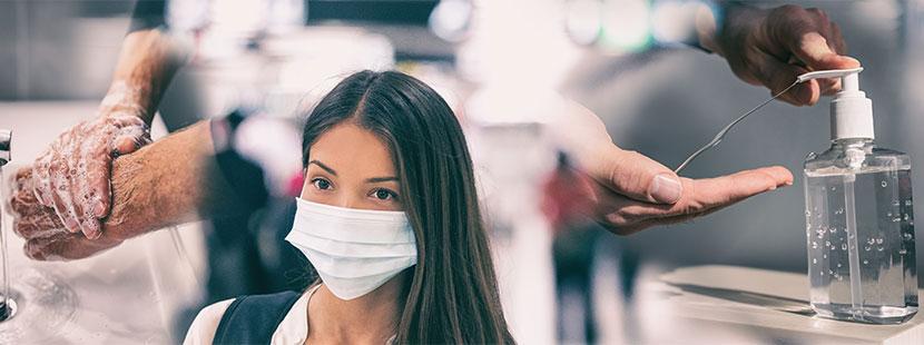 Junge Frau mit Maske wegen Coronavirus.