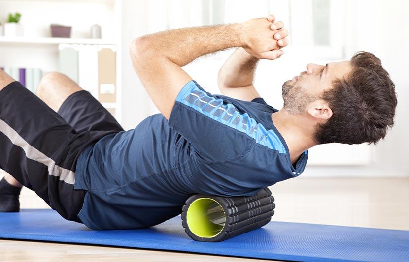Ein Mann macht für seine Gesundheit ein Workout.