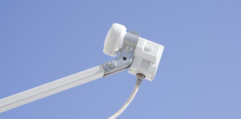 Eine Satellitenschüssel mit gutem Empfang von Astra Signal.