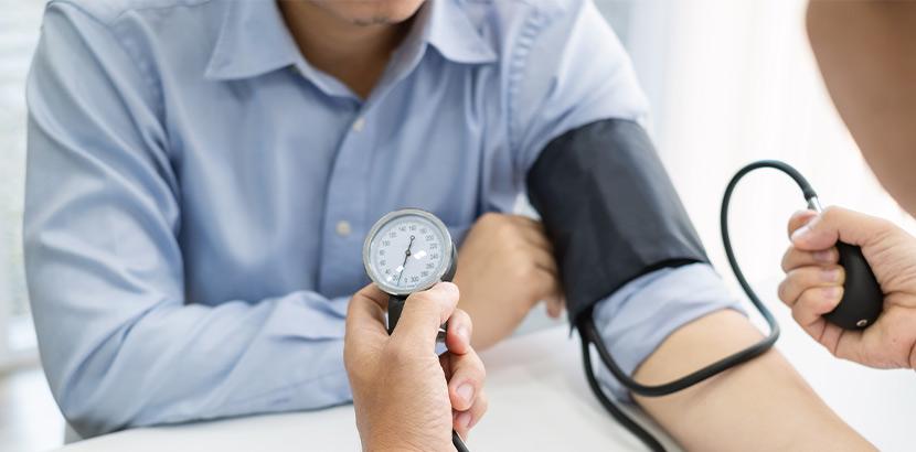 Die Daten einer Blutdruck Messung wegen Bluthochdruck im Rahmen einer Beratung und Vorsorgeuntersuchung.