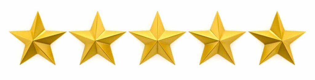 Fünf goldene Sterne, die die Bewertungen in Google My Business Einträgen symbolisieren.