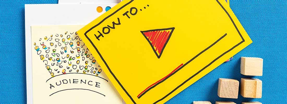 How-To-Content und Ratgeber auf blauem Hintergrund.