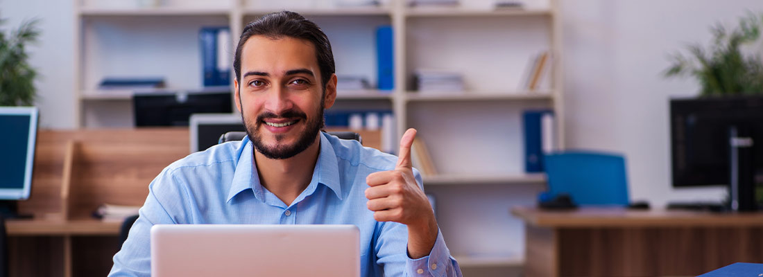 Zufriedener Kunde mit guter neuer Webseite von Webdesign Agentur.