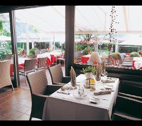 Restaurant mit Terrasse und Garten