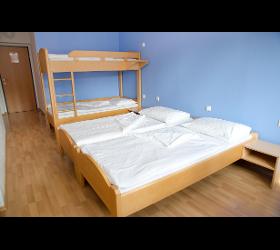 Drei-und Vierbettzimmer