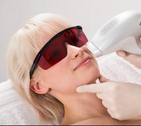 IPL Hautverjüngung Lichttherapie