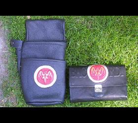 Geldbörsen- Taschen- Gürtel aus Leder