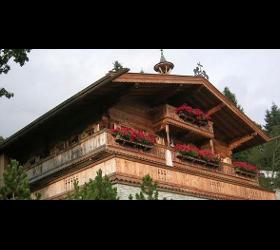 Traditionelle neue Bauernhäuser