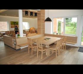 Echtholzbetten Echtholztische Esszimmermöbel Garderoben Holzanfertigung Holzbetten Holzeinrichtung